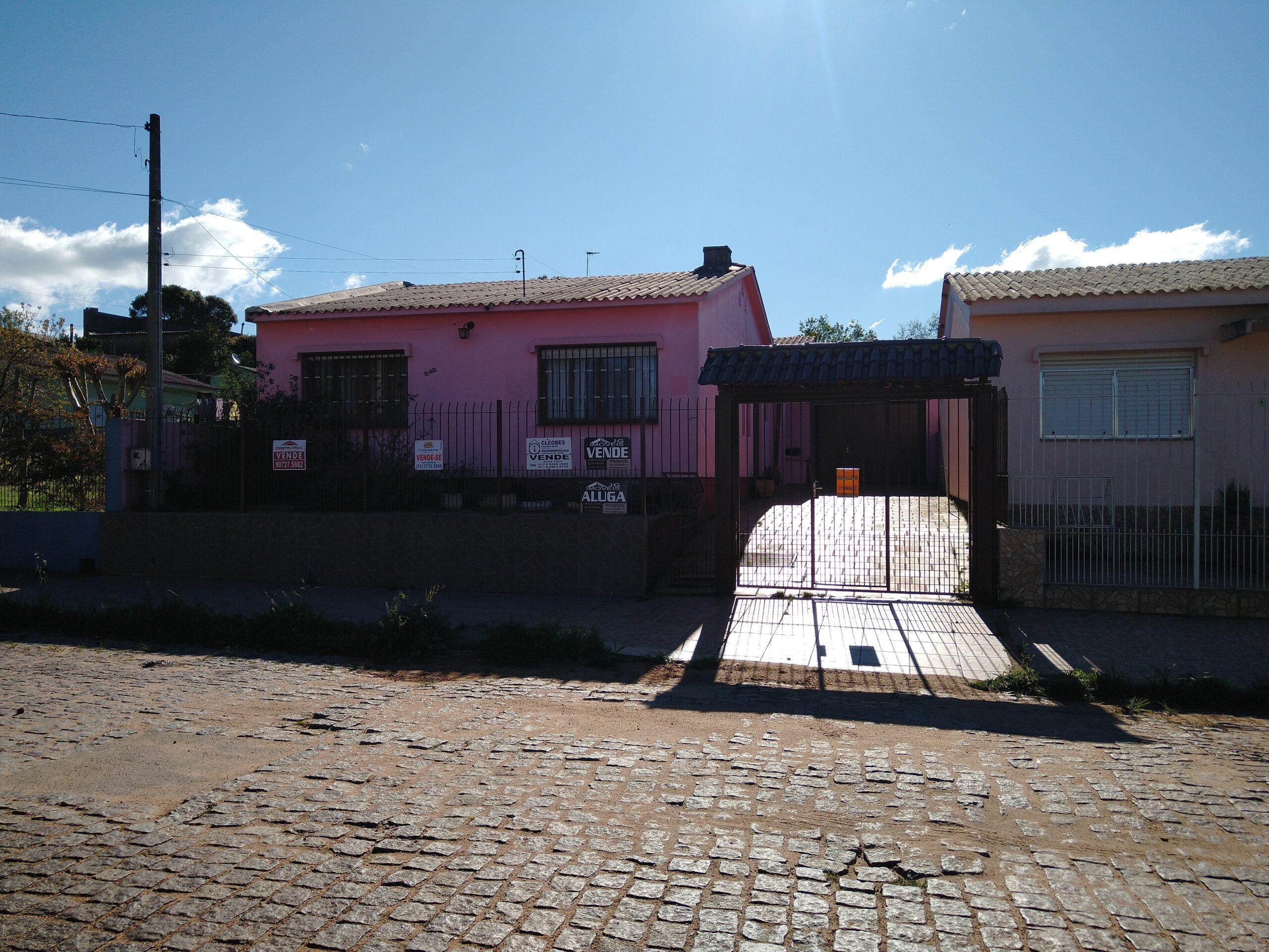 CASA NA RUA HONÓRIO CARVALHO: