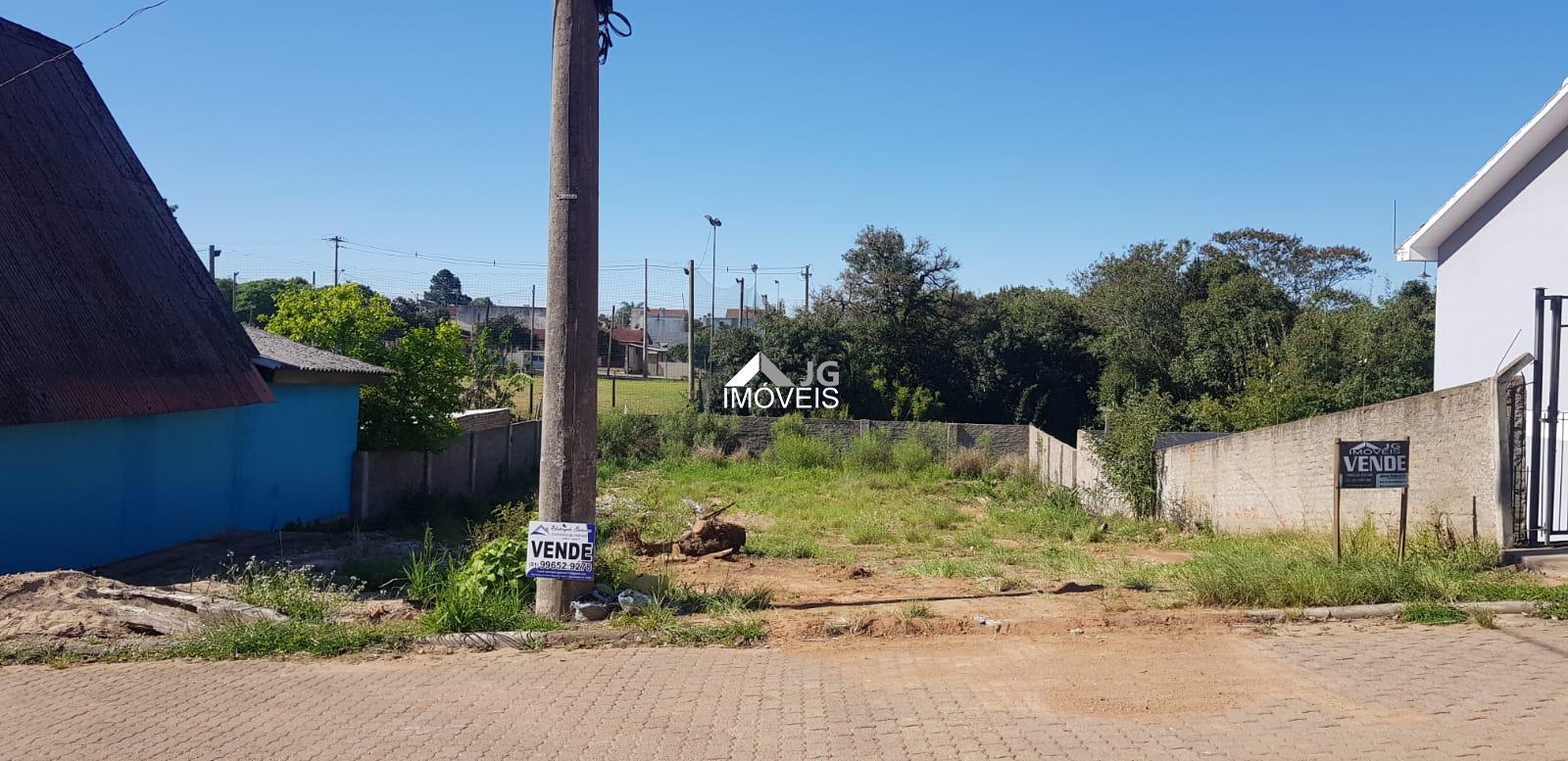 Terreno murado, perto de escola nos Castro!